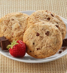 STRAWBERRY CHOCOLATE CHUNK