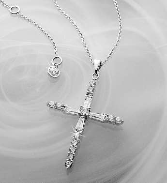 Crislu Cross Pendant